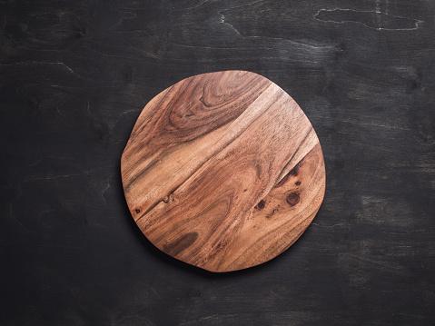 Round wooden tray 933376608