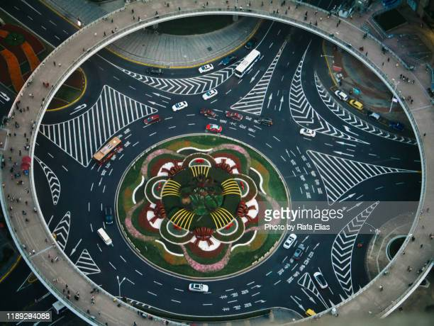 roundabout seen from a high angle - give way stock pictures, royalty-free photos & images
