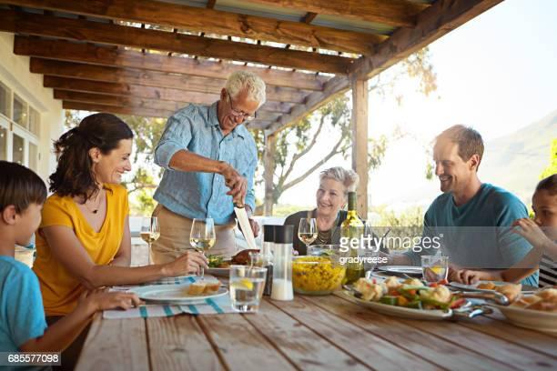 Arrondi vers le haut de la famille pour un délicieux rôti de dimanche