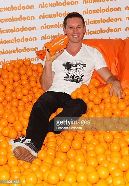 Rove McManus poses with the award for Awesome Aussie during the Australian Nickelodeon Kids' Choice Awards 2010 at the Sydney Entertainment Centre on...