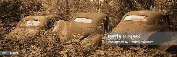 row of abandoned cars - timothy hearsum stock pictures, royalty-free photos & images