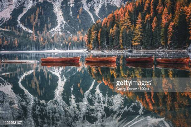 row of boats - mirror lake stock pictures, royalty-free photos & images