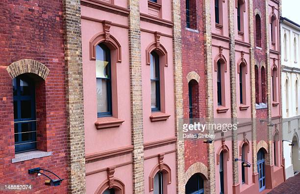 row of buildings in newcastle east. - 豪州 ニューカッスル ストックフォトと画像