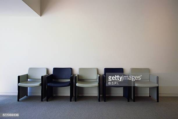 row of chairs in office - waiting room stock pictures, royalty-free photos & images