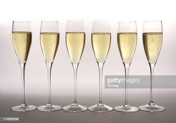 列のシャンパングラス Flutes でのお祝いの祝賀イベント