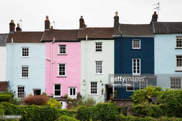 row of colourful georgian terraced houses in chepstow, wales - terraced_house stock pictures, royalty-free photos & images