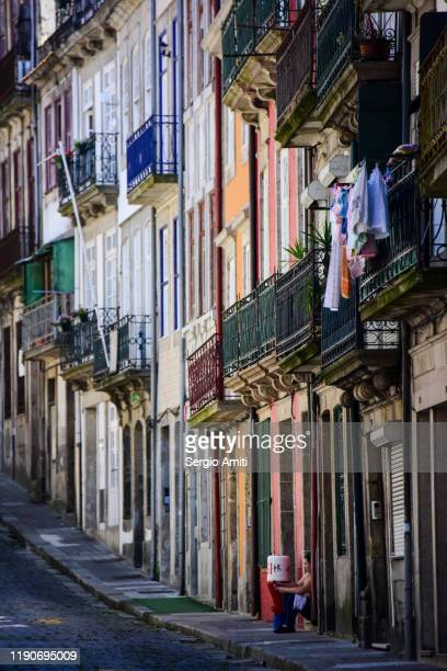 row of colourful houses in porto - sergio amiti stock pictures, royalty-free photos & images