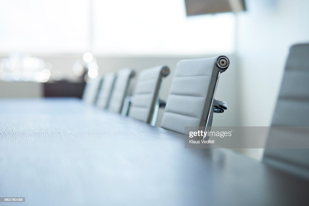 Row of empty chairs in board room : Stock-Foto