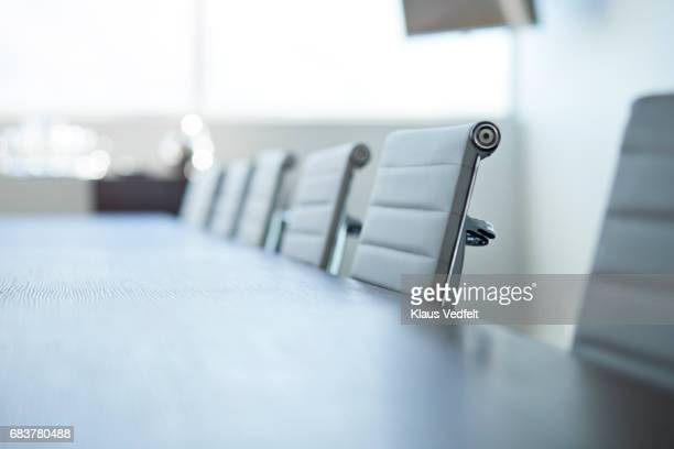 row of empty chairs in board room - finanzen und wirtschaft stock-fotos und bilder