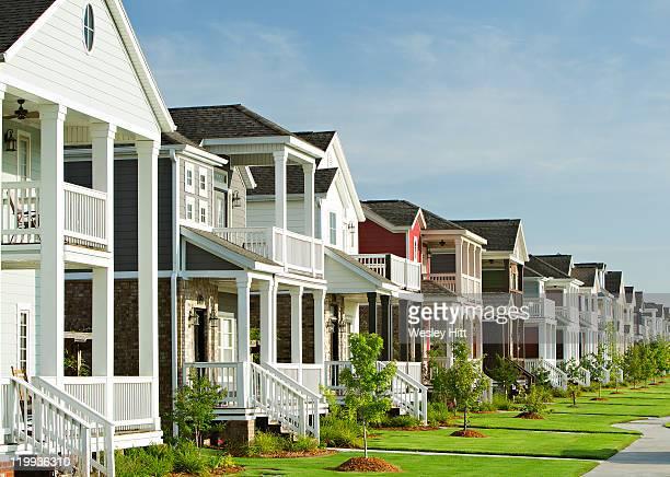 row of garden homes - ファイアットヴィル ストックフォトと画像