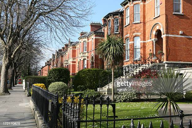 row of houses in ireland - dublin stock pictures, royalty-free photos & images