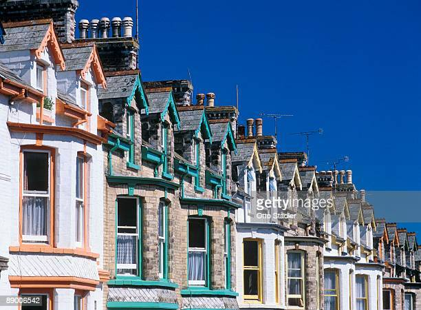 row of houses in newquay, cornwall, england - newquay stock pictures, royalty-free photos & images