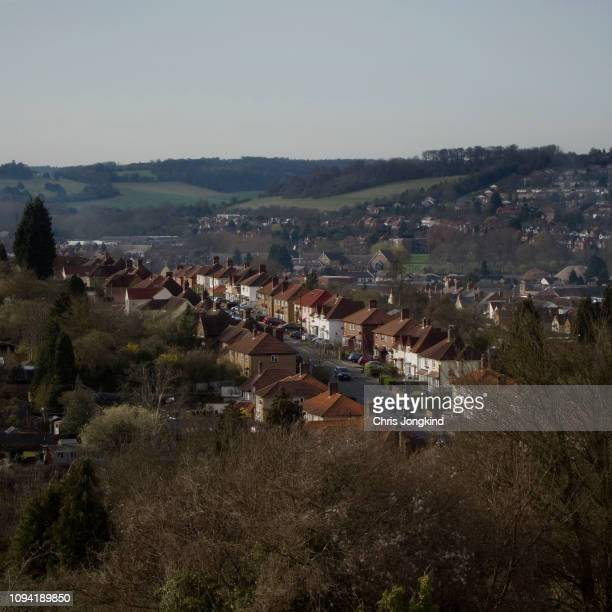 row of houses on a hill in a townscape - ハイウィッカム ストックフォトと画像