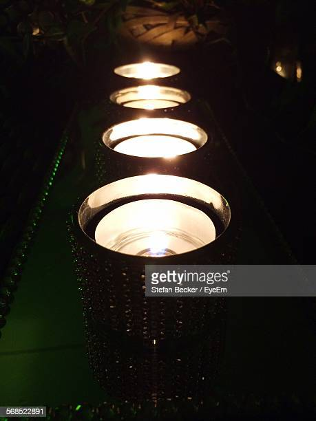 row of illuminated candles - cero foto e immagini stock