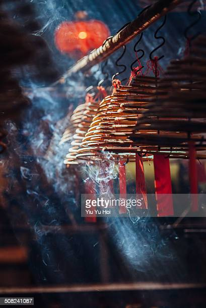 row of incense coil hanging on the roof of temple - man motempel stockfoto's en -beelden