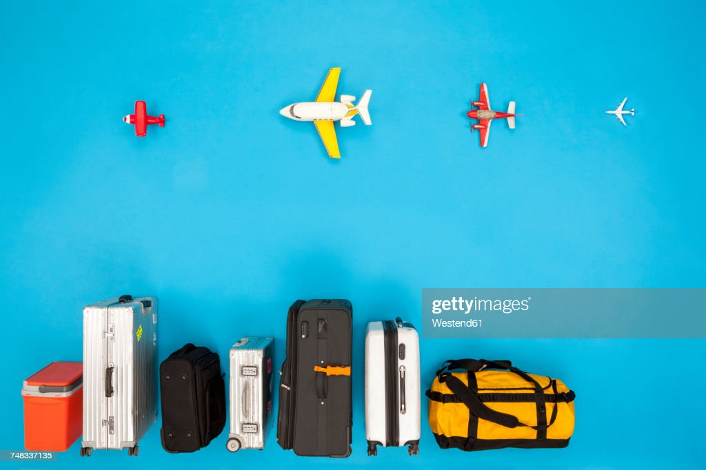 Row of luggage with airplanes : ストックフォト