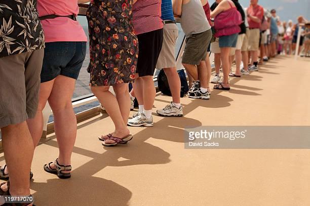 row of people on deck - partie inférieure photos et images de collection
