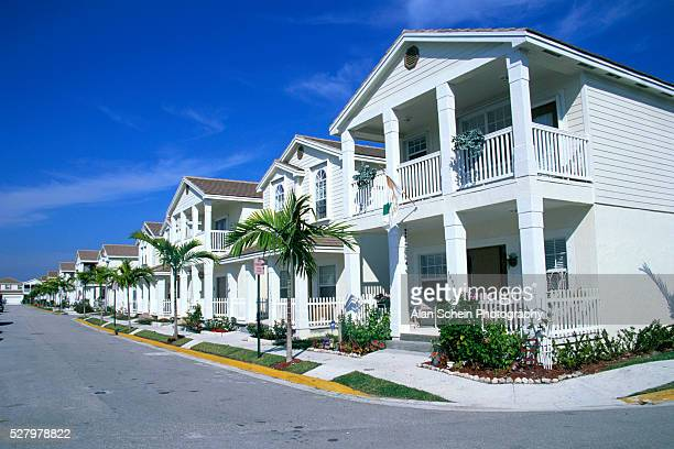 row of residential homes - coral springs stock pictures, royalty-free photos & images