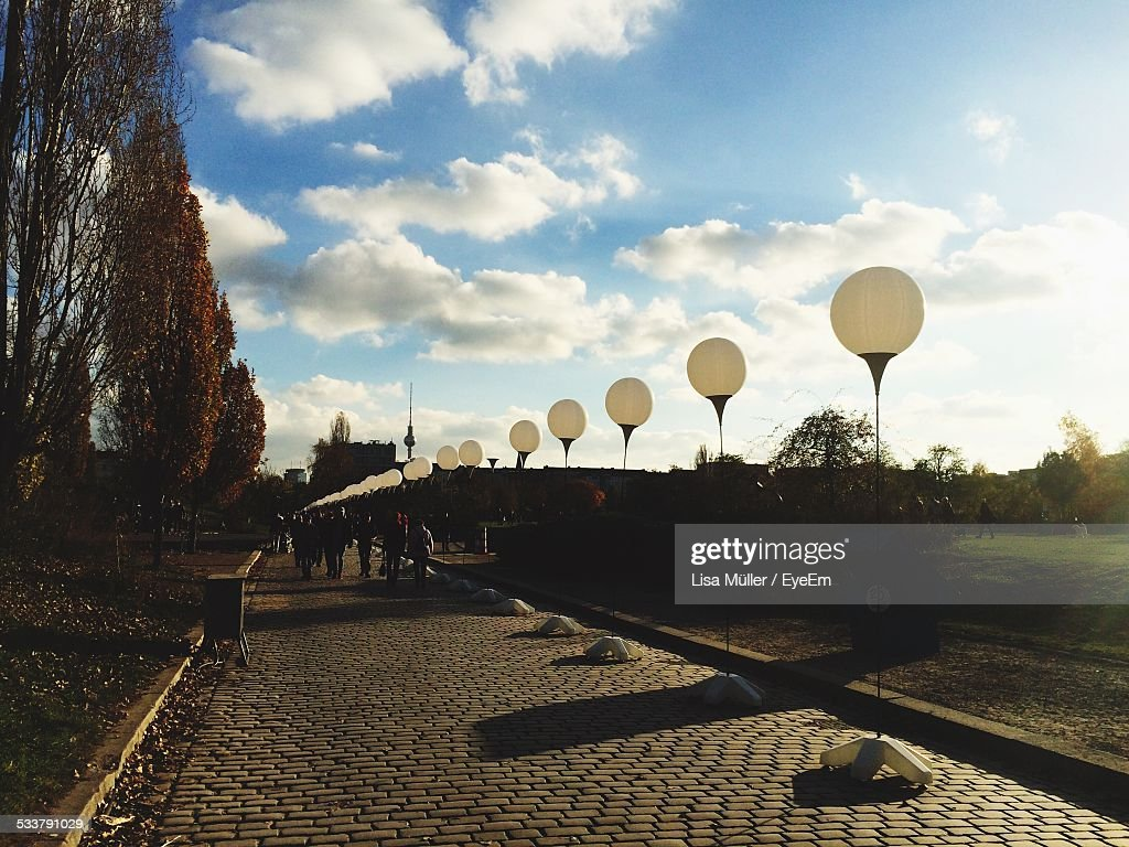 Row Of Street Lights In Park : Foto stock