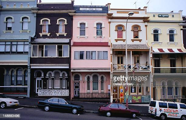 row of terrace houses in newcastle east. - newcastle new south wales stock pictures, royalty-free photos & images
