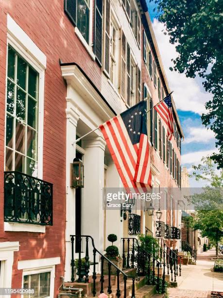 row of townhouses in old town alexandria, virginia - バージニア州 アレクサンドリア ストックフォトと画像