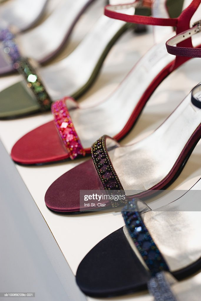 Row of various high heeled shoes, close up : Stockfoto