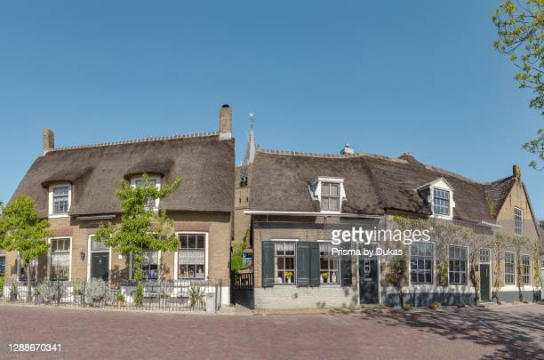 Row thatched roof houses, Noordeloos, Zuid-Holland.