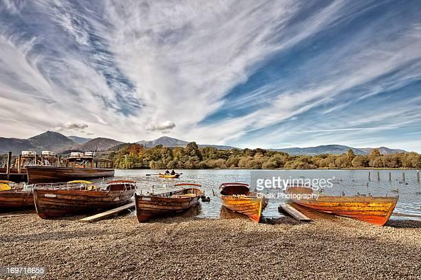 row your boat - derwent water - fotografias e filmes do acervo