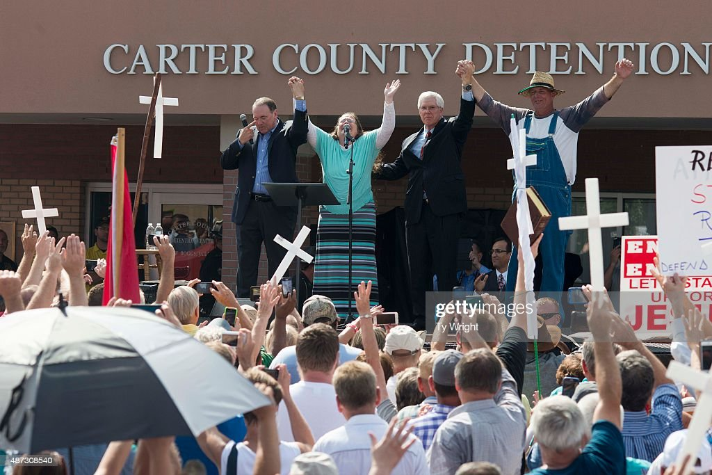 Rowan County Clerk of Courts Kim Davis (2L) joins hands with her attorney Mat Staver (2R), husband Joe Davis (R) and Republican presidential candidate Mike Huckabee (L) in front of the Carter County Detention Center on September 8, 2015 in Grayson, Kentucky. Davis was ordered to jail last week for contempt of court after refusing a court order to issue marriage licenses to same-sex couples.