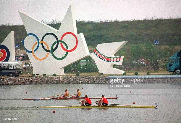 Rowers of the women's competition in action on the Han River 25 Sep 1988 during the summer Olympics in Seoul