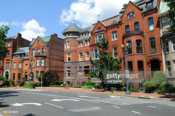 rowhouses in washington dc - terraced_house stock pictures, royalty-free photos & images