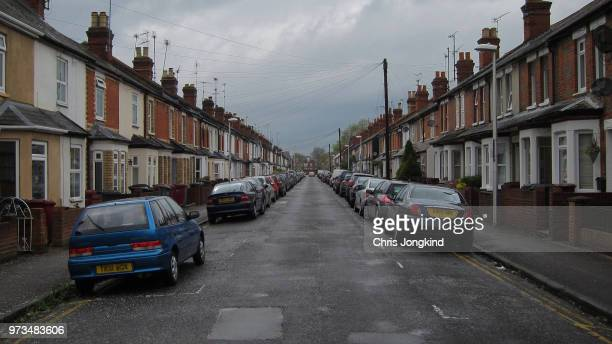 rowhouses on residential street - terraced_house stock pictures, royalty-free photos & images
