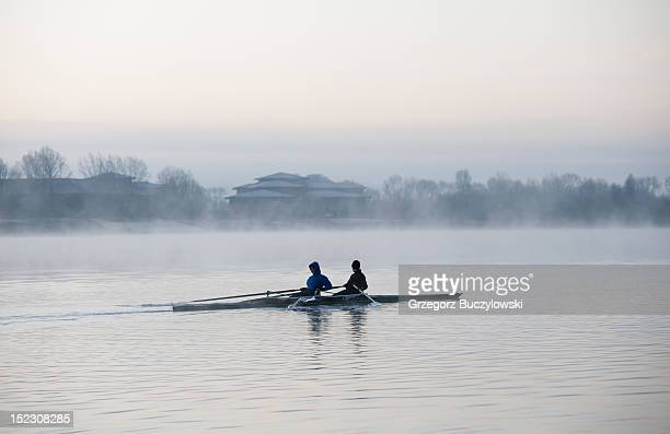 rowing in mist - milton keynes stock pictures, royalty-free photos & images