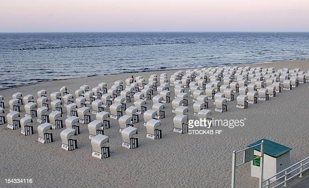 rows of beach chairs in sellin, ruegen, germany - mecklenburg vorpommern stock pictures, royalty-free photos & images