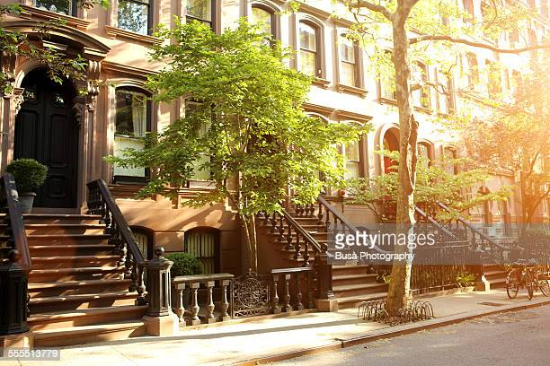 rows of beautiful brownstones in new york city - terraced_house stock pictures, royalty-free photos & images