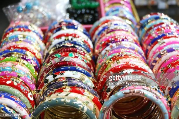 rows of colourful bangles - バングル ストックフォトと画像