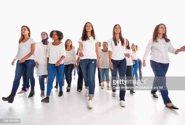 rows of diverse women walking - diverse women - fotografias e filmes do acervo