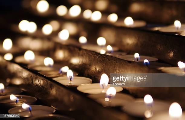 Reihen von Kerzen