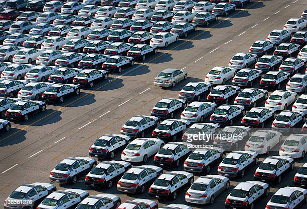 cars unloaded at the port of los angeles ahead of total vehicle