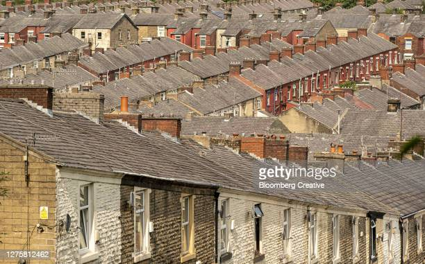 rows of terraced houses - northwest england stock pictures, royalty-free photos & images