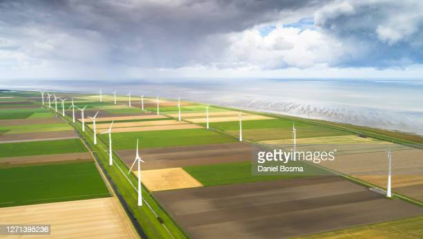 rows of windturbines in agricultural area along the dutch coast seen from above - 干拓地 ストックフォトと画像