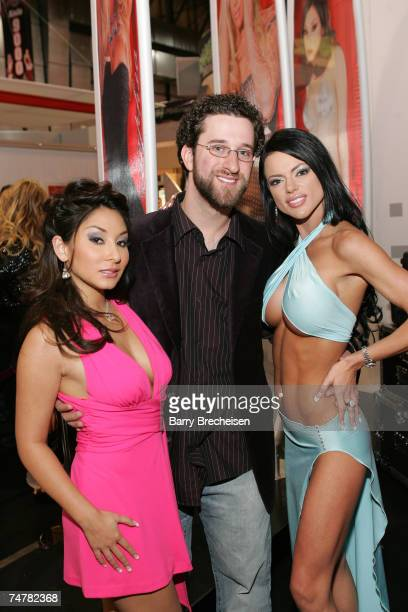 Roxy Jezel Dustin Diamond Chanel St James at the Sands Expo in Las Vegas Nevada