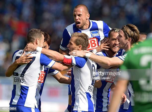 Roy Beerens , Genki Haraguchi, Peter Pekarik, John Heitinga, Julian Schieber and Peter Niemeyer of Hertha BSC celebrate after scoring the 1:0 during...