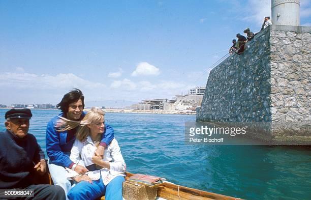Roy Black Ehefrau Silke Vagts Flitterwochen Piräus bei Athen Griechenland Europa Mittelmeer Fischer Fischerboot Boot fahren A NB Promi Foto PBischoff...