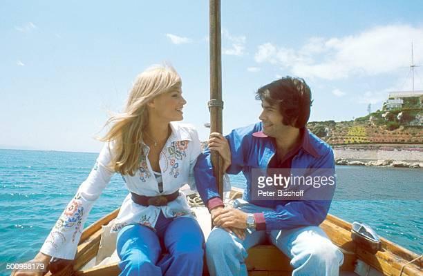 Roy Black Ehefrau Silke Vagts Flitterwochen Piräus bei Athen Griechenland Europa Mittelmeer Fischerboot Boot fahren Urlaub A CK Promi Foto PBischoff...