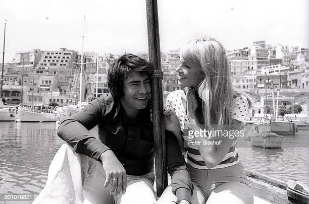 Roy Black Ehefrau Silke Vagts Flitterwochen Piräus bei Athen Griechenland Europa sw schwarzweiss Urlaub Hafen Mittelmeer Boot Sänger Schauspieler...