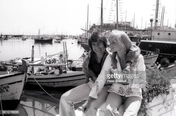 Roy Black Ehefrau Silke Vagts Flitterwochen Piräus bei Athen Griechenland Europa sw schwarzweiss Urlaub Mittelmeer Hafen Boote Sänger Schauspieler...