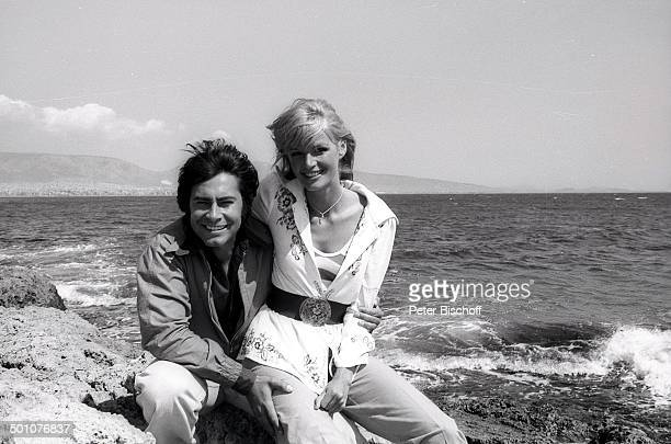 Roy Black Ehefrau Silke Vagts Flitterwochen Piräus bei Athen Griechenland Europa sw schwarzweiss Urlaub Mittelmeer Küste Sänger Schauspieler Promi SC