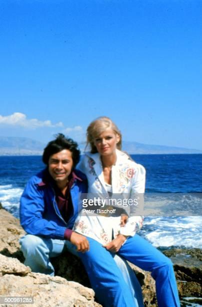 Roy Black mit Ehefrau Silke Vagts Flitterwochen Athen Griechenland Europa Urlaub Felsen Mittelmeer Meer Promi Foto PBischoff Sc