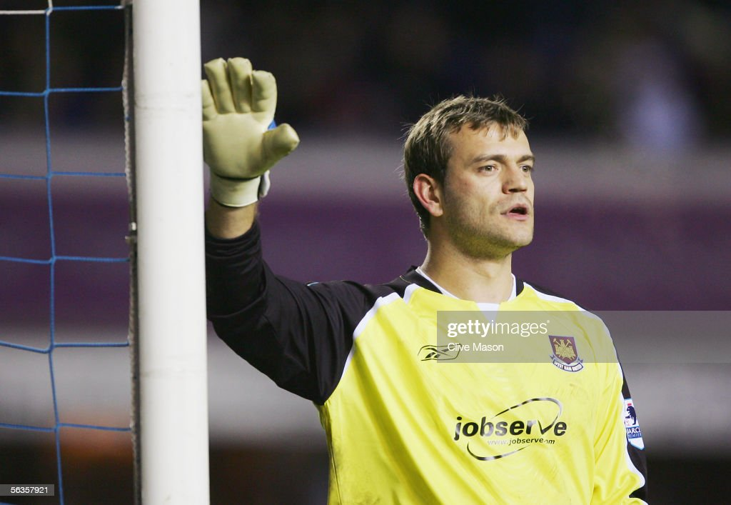 Roy Carroll of West Ham United in action during the Barclays Premiership match between Birmingham City and West Ham United at St Andrews Road on December 5, 2005 in Birmingham, England.